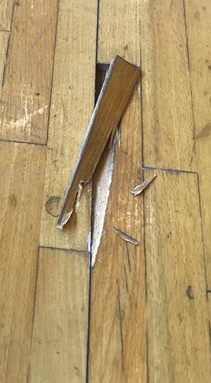 床のササクレや割れによるケガ防止対策