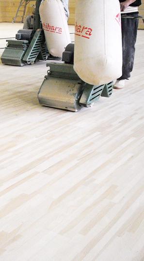 床サンダー掛け及びウレタン塗装工事