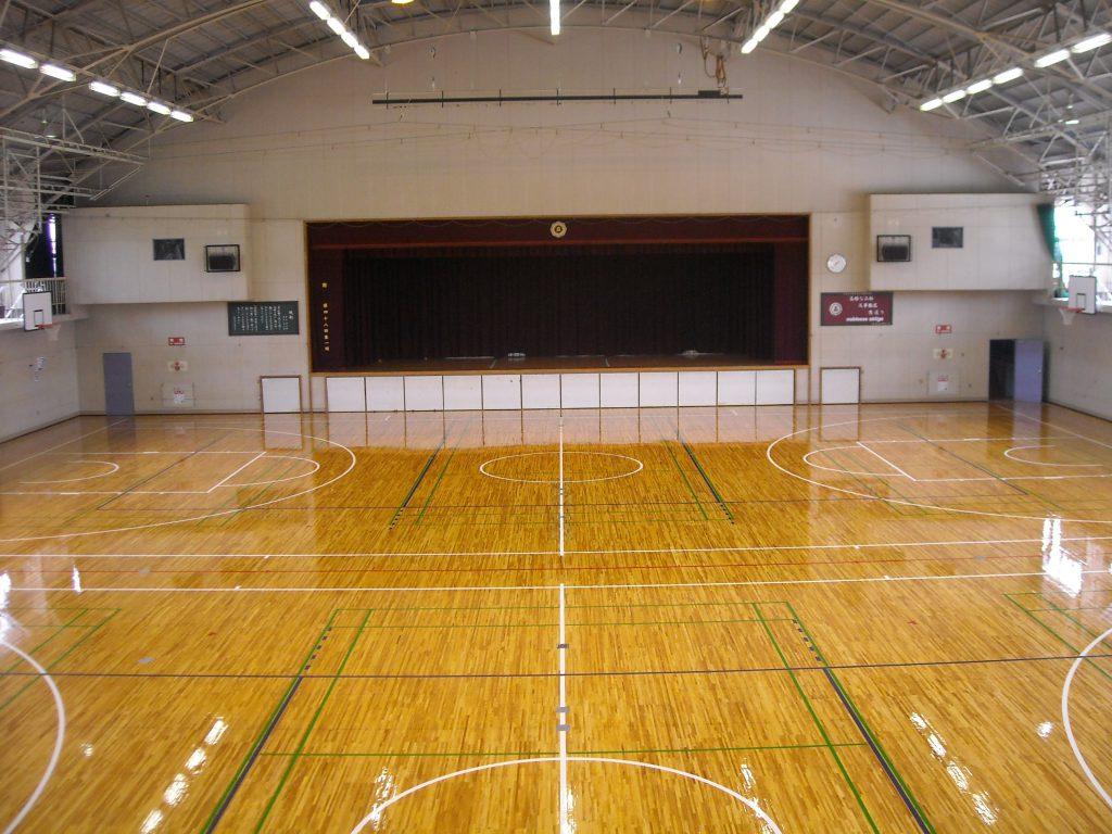 さいたま市K高校体育館床サンダー塗装工事
