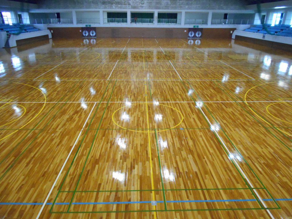草加市K体育館床滑り止め対策ウレタン塗布工事