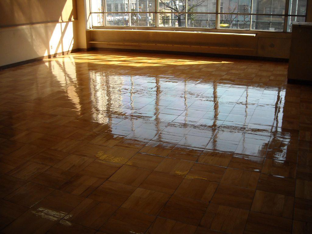 深谷市N中学校教室床サンダー塗装工事