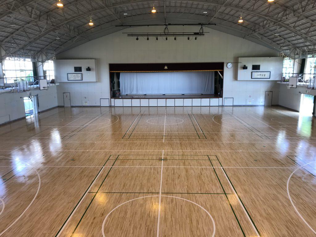 加須市F高校体育館床サンダー塗装工事